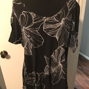 Black and white floral Lularoe perfect tee